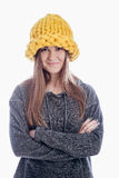 Fille utilisant un chapeau épais Image libre de droits