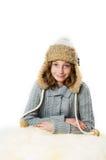 Fille utilisant un chapeau de l'hiver Photographie stock libre de droits
