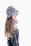 Fille utilisant une écharpe et un chapeau épais Photographie stock