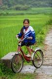 Fille vietnamienne de tribu thaïlandaise en vallée de PA de SA images stock