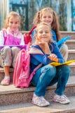Filles âgées par école Photos stock