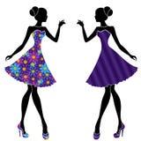Filles élégantes minces dans des robes courtes illustration stock