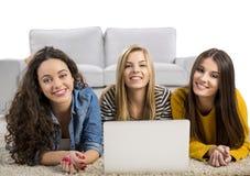 Filles étudiant à la maison Image libre de droits