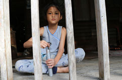 Filles asiatiques dans la maison locale en Thaïlande photographie stock libre de droits