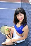 Filles asiatiques jouant le tennis Image libre de droits