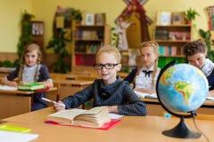 Filles aux bureaux d'école Photos libres de droits