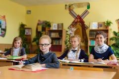 Filles aux bureaux d'école Photographie stock libre de droits