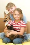 Filles avec des animaux familiers Photographie stock libre de droits