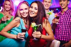 Filles avec des cocktails Photo libre de droits