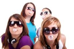 Filles avec le bubble-gum Photographie stock libre de droits