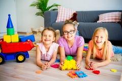 Filles avec le camion de jouet Photo stock