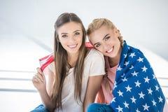 Filles avec le drapeau américain Photographie stock libre de droits