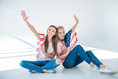 Filles avec le drapeau américain Photographie stock