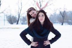 Filles ayant l'amusement dans la neige Image libre de droits
