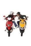 Filles ayant l'amusement sur le scooter électrique Photographie stock libre de droits