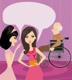Filles bavardant au sujet du vieil homme dans un fauteuil roulant Photo stock