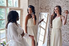 Filles d'acclamations ! Photo stock