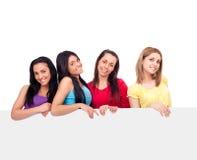Filles d'adolescents avec le panneau blanc Photo libre de droits