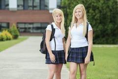 filles d'amusement ayant à l'extérieur d'adolescent Photo stock