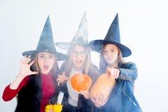 Filles dans des costumes de sorcière photos libres de droits