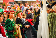 Filles dans des costumes médiévaux Image libre de droits