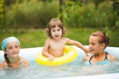 Filles dans la piscine Photographie stock