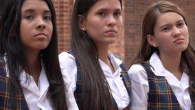 Filles de l'adolescence déçues sérieuses image libre de droits