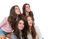 Filles de l'adolescence de partie à quatre regardant de côté Image stock