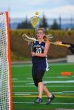 Filles de Lacrosse tirées sur le but Photographie stock