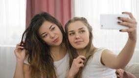 Filles de passe-temps d'amis de la jeunesse de créativité de Selfie Images libres de droits