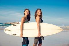 Filles de surfer de Beaufiul Photo libre de droits