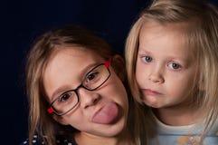 Filles effectuant des visages Photo stock