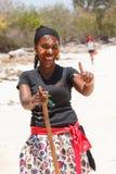 Filles ethniques malgaches indigènes de Sakalava, beautés avec le visage décoré photo libre de droits