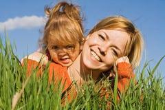 Filles heureuses de source Photos libres de droits
