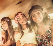 Filles hippies multinationales Photos stock
