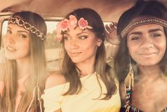 Filles hippies multinationales Image stock
