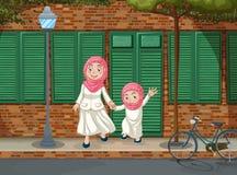 Filles musulmanes sur le trottoir illustration stock