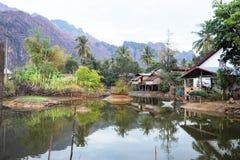 Filles pêchant au village de l'interdiction Kong Lo Image libre de droits