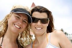 Filles sur la plage Photographie stock