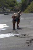 Filles sur la plage Photo stock