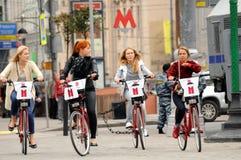 Filles sur le vélo Photographie stock libre de droits