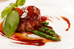 Fillet steak with asparagus Royalty Free Stock Images