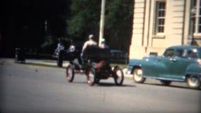 (film de 8mm) Car Show 1951 des voitures très vieilles banque de vidéos