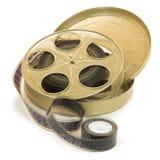 film de 35mm dans la bobine et sa boîte Images stock