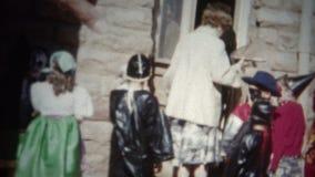 (film de 8mm) Halloween costume l'extérieur de l'école 1955 clips vidéos