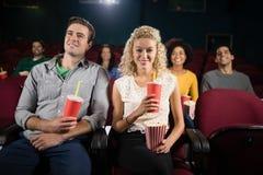 Film de observation de couples dans le théâtre Image libre de droits