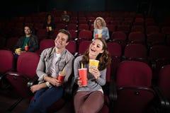 Film de observation de couples dans le théâtre Photographie stock libre de droits