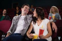 Film de observation de couples dans le théâtre Photo libre de droits