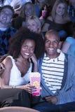 Film de observation de personnes dans le théâtre Images stock
