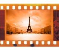 Film de photo de cadre du vintage 35mm avec Tour Eiffel à Paris, franc Photographie stock libre de droits